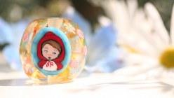 中野雅章さんのオリジナル作品で赤ずきんをイメージしたとんぼ玉=中野雅章さん提供