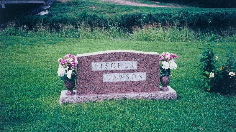米国の霊園で、夫と妻の両家の家族を一緒に葬った墓=米南部テキサス州ヒューストンで、1996年8月撮影(写真はすべて筆者が撮影)