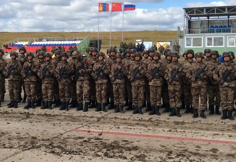 Chinese troops line up at the Tsugol training ground in eastern Siberia in Russia on Sept. 13, 2018, during the Vostok military exercise organized by Russia. (Mainichi/Oksana Razumovskaya)