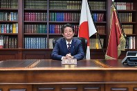 Prime Minister Shinzo Abe sits in his seat in the LDP president's office at the party's headquarters in Tokyo's Chiyoda Ward, on Sept. 20, 2018. (Mainichi/Naoki Watanabe)
