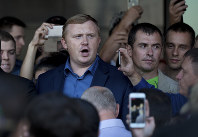 Andrei Ishchenko, communist candidate of the governor election in Primorye region, centre, attends a protest rally with his supporters in Vladivostok, Russia's Far East, on Sept. 17, 2018. (AP Photo/Alexander Khitrov)