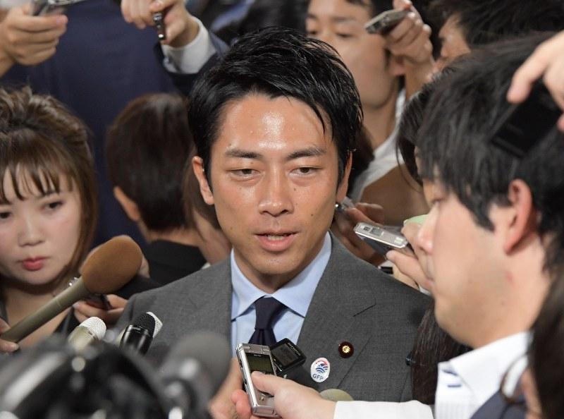 2001 年 自民党 総裁 選 小泉 氏 が 破っ た の は