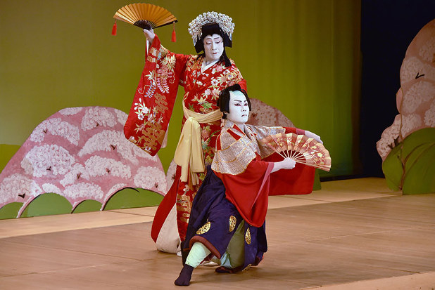 歌舞伎:故郷の舞台で「見得」 出身役者ら公演 四万十市 /高知 - 毎日新聞