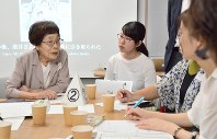 Fumino Shibata talks to an audience at the University of Tokyo about her experiences in the Aug. 6, 1945 atomic bombing of Hiroshima and her hope for peace, in Tokyo's Bunkyo Ward, on Sept. 18, 2018. (Mainichi/ Asako Takeuchi)
