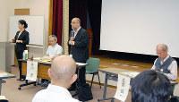 熱心な質疑が行われた条例タウンミーティング=滋賀県近江八幡市土田町の市総合福祉センターで、蓮見新也撮影