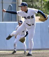 鶴来を4安打完封した鵬学園の米田武琉投手=金沢市の市民野球場で、岩壁峻撮影