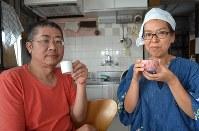 「自分で焙煎した一杯は格別。手焙煎に挑戦して、コーヒーの楽しみを広げてほしい」と話す中川ワニさん(左)とパートナーの京子さん=東京都板橋区で