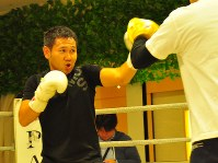 公開練習を行う高山勝成=大阪市北区で2018年5月、田中将隆撮影