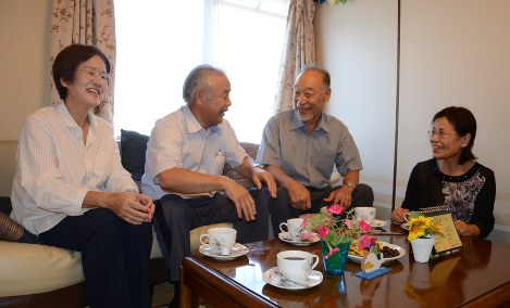 Yasuhira Watanabe, center right, and his wife Masako, right, are consulted by patients with dementia, at Orange Cafe at Nishikagawa Hospital in the Kagawa Prefecture city of Mitoyo, on Aug. 24, 2018. (Mainichi/Yuki Noguchi)