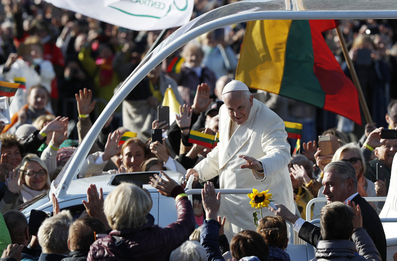 Pope honours victims of Soviet and Nazi crimes in Lithuania