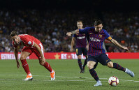 FC Barcelona's Lionel Messi, right, in action during the Spanish La Liga soccer match between FC Barcelona and Girona at the Camp Nou stadium in Barcelona, Spain, on Sept. 23, 2018. (AP Photo/Manu Fernandez)