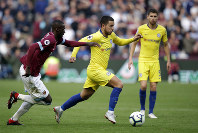 West Ham's Arthur Masuaku, left, chases Chelsea's Eden Hazard during the English Premier League soccer match between West Ham United and Chelsea at London Stadium in London, on Sept. 23, 2018. (AP Photo/Matt Dunham)