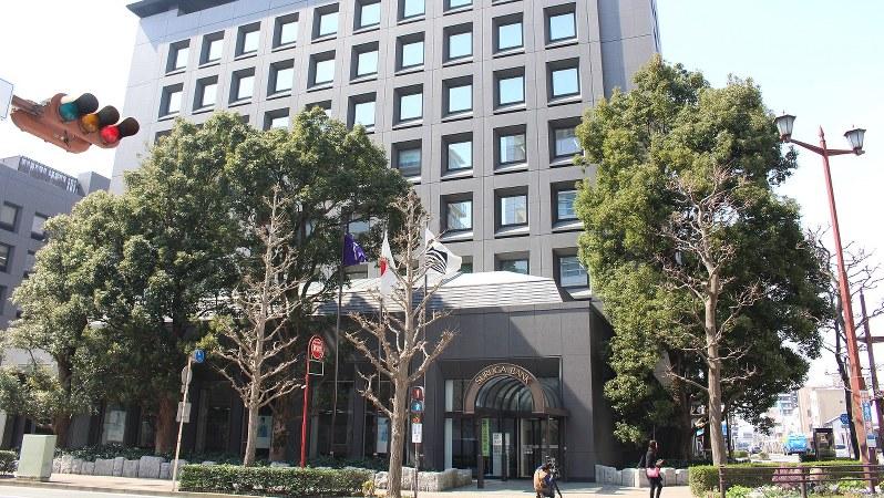 スルガ銀行本店=静岡県沼津市で2018年3月15日、石川宏撮影