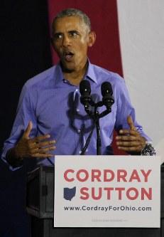 民主党の支持者集会で演説するオバマ前大統領=米中西部オハイオ州クリーブランドで13日