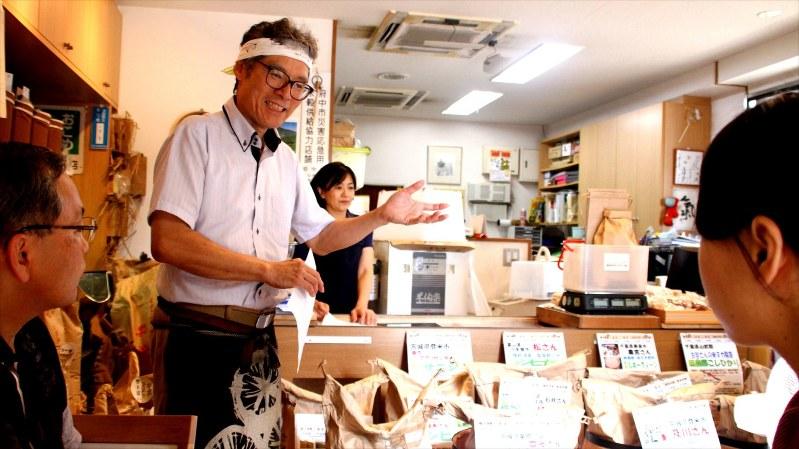「まちゼミ」でお米について講義する天地米店の店主、小澤量さん=筆者撮影