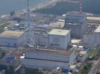 This July 17, 2018 file photo shows the Tokai No. 2 nuclear power plant, front, in the village of Tokai in Ibaraki Prefecture. (Mainichi/Tatsuya Fujii)