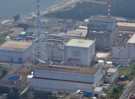 This July 17, 2018 file photo shows the Tokai No. 2 nuclear power plant, front, in the village of Tokai in Ibaraki Prefecture. (Mainichi/Tatsuya Fujii)