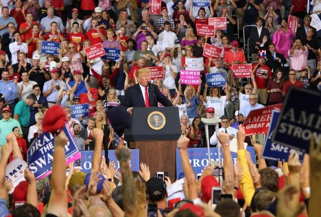 U.S. President Donald Trump delivers a speech at a rally held in Evansville, Indiana, on Aug. 30, 2018, for a Republican candidate in the U.S. midterm election. (Mainichi/ Kota Takamoto)