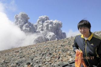 御嶽山:噴火から4年 いまだ行方...