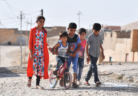 Children who were separated from their father when he was mistaken for a spy by the Islamic State militant group are seen together in the village of Fazliya in the Nineveh Governorate of northern Iraq, in August. The youngest child Mustafa, second from left, now uses the bicycle that his father first gave to the eldest son, Firas. (Mainichi/Kenji Konoha)