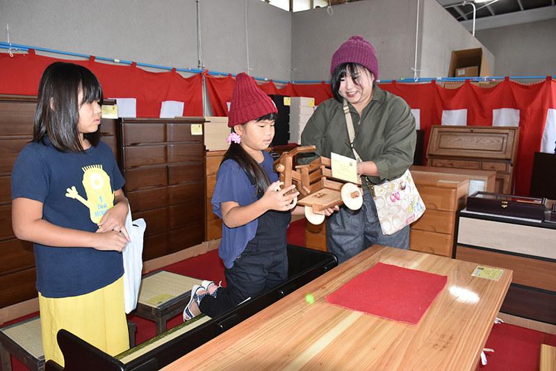 高知矯正展:受刑者ら製作 木製品、丈夫でリーズナブル /高知 - 毎日新聞