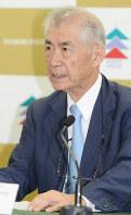 Tasuku Honjo speaks at a news conference after it was announced he would receive the Kyoto Prize, in Kyoto's Shimogyo Ward on June 17, 2016. (Mainichi/Yoshiyuki Hirakawa)