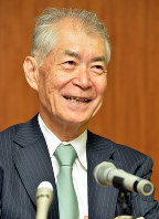 Tasuku Honjo speaks at a news conference after it was announced he would receive the Order of Culture, in Kyoto's Sakyo Ward, on Oct. 24, 2013. (Mainichi/Michiko Morizono)