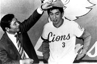 西武ライオンズに入団する清原。森監督と推定契約金8000万円は当時、高校出身で最高=1985年12月13日