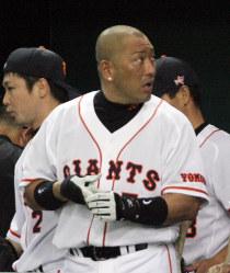 プロ20年目の節目のシーズンながら、不振に苦しむ巨人・清原=2005年07月03日、佐々木順一写す