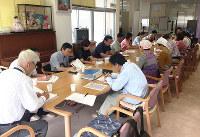 金沢市中村町善隣館で行われた打ち合わせの様子=眞鍋知子さん提供