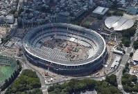 The new national stadium is seen under construction in Tokyo's Shinjuku Ward. (Mainichi/Masaru Nishimoto)