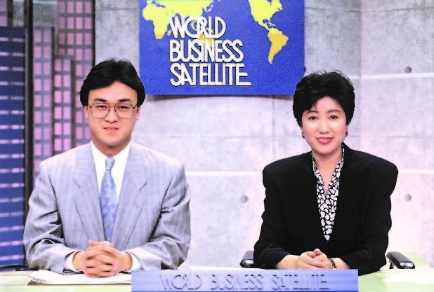 小池百合子のアナウンサー時代の画像(ワールドビジネスサテライト)