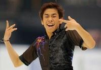【ジャパンオープン】演技を終えて笑顔を見せる織田信成=さいたまスーパーアリーナで2018年10月6日、宮武祐希撮影