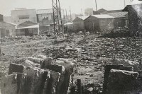 爆心地付近に建てられた建造物。アルバムに「爆心地付近の驚くべき復興」とメモがあった=1948年12月30日撮影、マッカーサー記念館所蔵