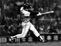 [阪神1─2巨人5回戦]二回表巨人、一死、原が左越えに5号ソロホームランを放つ=甲子園球場で1982年4月28日撮影