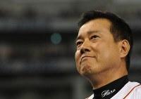 【巨人・広島】優勝インタビューで感極まる原監督=東京ドームで2013年9月22日、竹内幹撮影