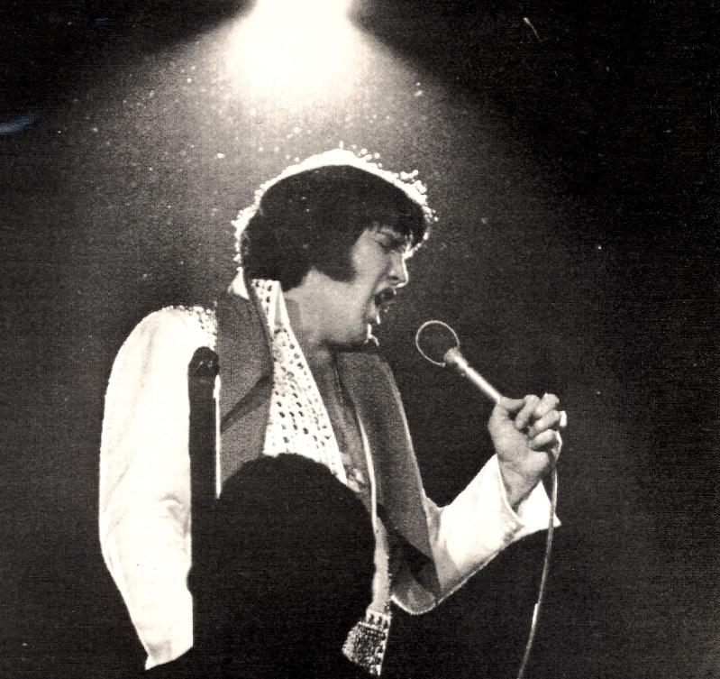 エルビス・プレスリー=1975年12月31日撮影(UPI)