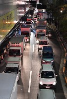 豊洲市場が開場し渋滞が発生した付近の道路=東京都江東区で2018年10月11日午前3時20分、宮間俊樹撮影