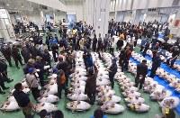 豊洲市場が開場し、初めて行われる冷凍マグロの競り=東京都江東区で2018年10月11日午前6時2分、竹内紀臣撮影
