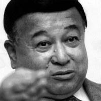 伊東一雄さん(パ・リーグ元広報部長)ドラフト会議では1968年から1991年まで司会を務めた=1991年11月撮影