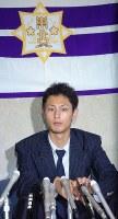 【2004年】ダルビッシュ有(東北高)日本ハムから1巡目指名を受け会見に臨む=2004年11月17日撮影