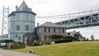 明石海峡大橋のほとりに建つ孫文記念館=神戸市垂水区東舞子町で、桜井由紀治撮影