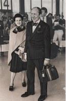 1983年に初来日したホロヴィッツ夫妻=成田空港で6月2日撮影