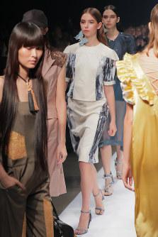 ファッション・ウィーク東京の開幕を飾った初参加の「AOI WANAKA」のショー=東京都渋谷区の渋谷ヒカリエで2018年10月15日午前10時42分、和田大典撮影