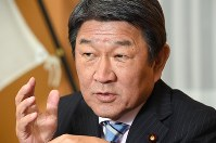 Economic revitalization minister Toshimitsu Motegi fields questions in an interview with the Mainichi Shimbun at the Cabinet Office in Tokyo's Chiyoda Ward on Oct. 15, 2018. (Mainichi/Taro Fujii)