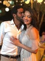 10月11日、アラビア語が堪能なユダヤ人俳優ツァヒ・ハレビさんと、ヘブライ語ニュース番組のキャスターでアラブ系イスラム教徒のルーシー・アハリシュさんが10日に挙式し、こうした結婚が極めて珍しいイスラエルでは賛否両論が飛び交った(2018年 ロイター/Meggie Vilensky)