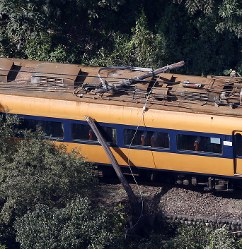 An Oigawa Railway train is seen stopped where it collided with a tilted utility pole in the city of Shimada, Shizuoka Prefecture, on Oct. 17, 2018. (Mainichi)