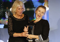 Britain's Camilla, the Duchess of Cornwall presents the Man Booker Prize for Fiction 2018 to British writer Anna Burns during the prize's 50th year at the Guildhall in London, on Oct. 16, 2018.(AP Photo/Frank Augstein, Pool)