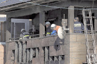 Firefighters investigate a house where six bodies were found after a fire in Sendai's Taihaku Ward on Oct. 18, 2018. (Mainichi/Shinnosuke Kyan)