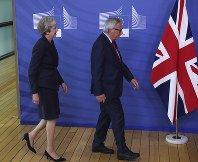 British Prime Minister Theresa May, left, and Jean-Claude Juncker, President of the European Commission, arrive for a photo opportunity as they meet in Brussels, on Oct. 17, 2018 when European leaders meet to negotiate on terms of Britain's divorce from the European Union. (AP Photo/Francisco Seco)